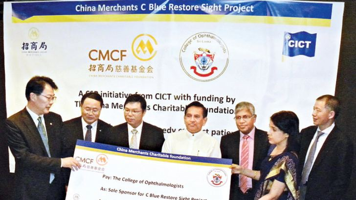 The Ambassador of China to Sri Lanka Yi Xianliang and Health Minister Dr. Rajitha Senaratne  with other officials exchanging the MoU.