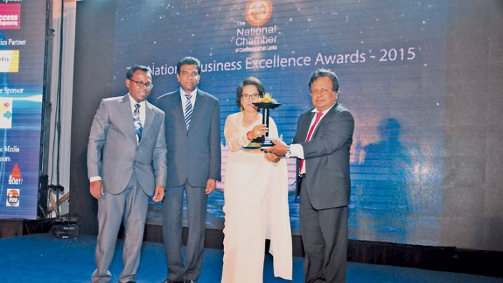 Susil Silva, Group Human Resources Manager and Nimal Perera, General Manager – Project Operations receiving the Gold Award at the National Business Excellence Awards.