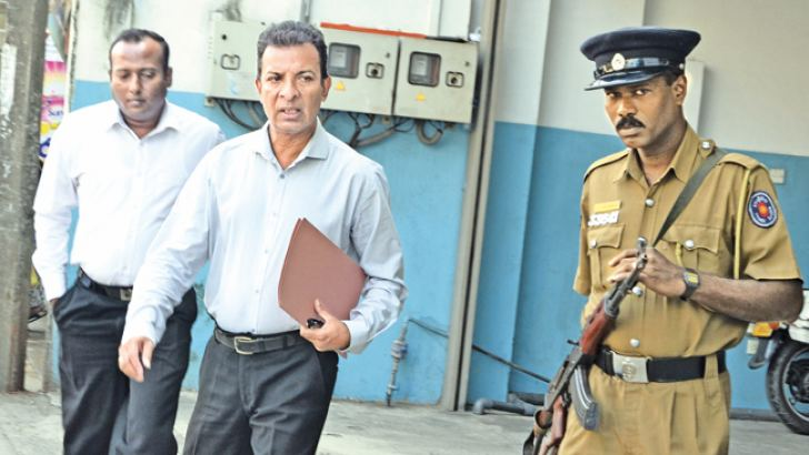 Rohan Weliwita arriving at the Police Financial Crimes Investigations Division yesterday. Picture by Vipula Amarasinghe