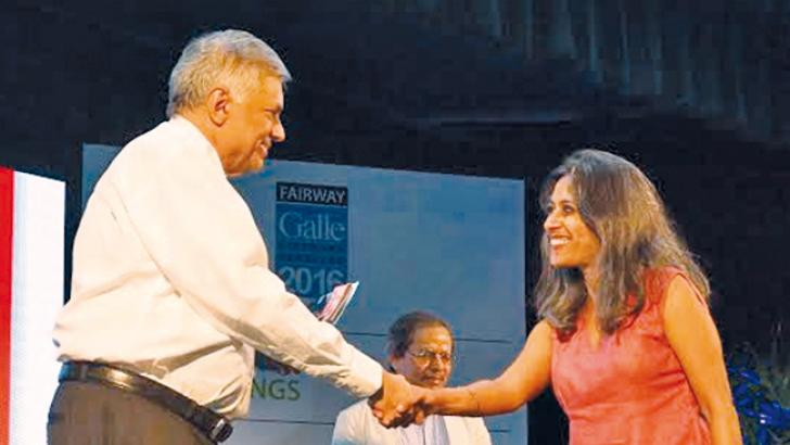 The winner of the DSC Prize for South Asian Literature 2016 Anuradha Roy is being presented the award by Prime Minister Ranil Wickremesinghe.  (Pictures by Mahinda P.Liyanage- Galle Central Special Correspondent)