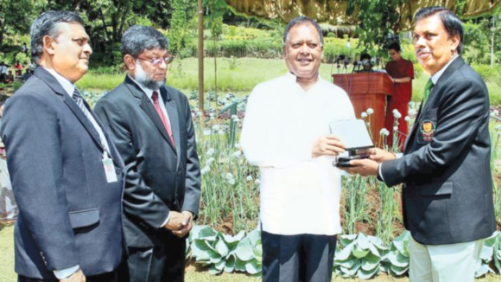Minister Dr. Amunugama presenting a special appreciation award to the Sri Lanka School of Agriculture Past Student's Association President, Rohitha Nanayakkara. Picture by Saliya Rupasinghe