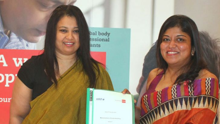 Nilusha Ranasinghe, Head of ACCA and Chiranthi Cooray President of HRP at the signing of the MoU