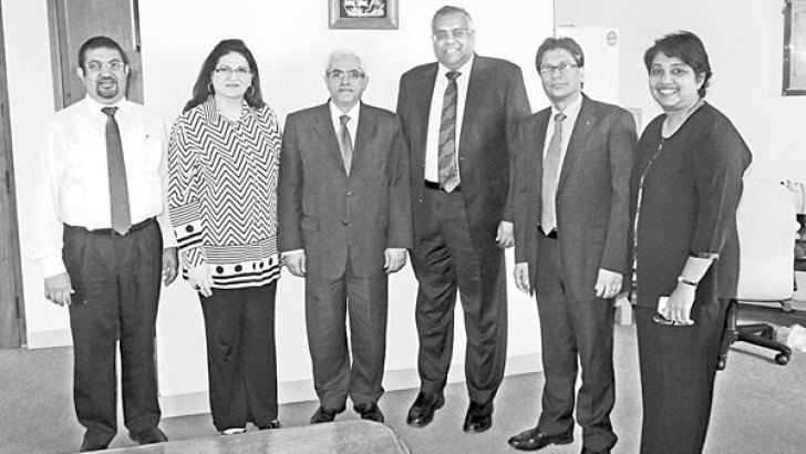Jordanian delegation led by  Hassan M. Al Jawarneh posing for a photograph with the Ceylon Chamber of Commerce officials, following the meeting.