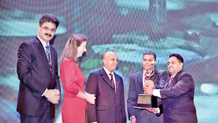 Island Dairies Managing Director Sampath Liyanage receiving the award.