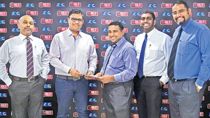 Carbon Consulting Sanith De S. Wijeyeratne, CEO handing over the sponsorship
