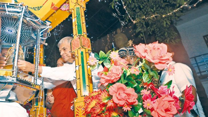 The Dasa Paramitha Perahera of the Borella Athula Dassanarama Viharaya was held on March 22. Here, Prime Minister Ranil Wickremesinghe, the Chief Guest placing the Relics Casket on the ceremonial tusker at the commencement of the Perahera.