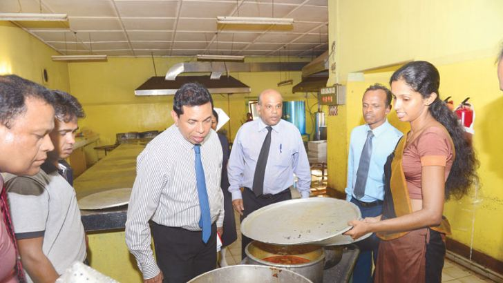 Health Services Director General Dr. Palitha Mahipala inspects the kitchen of the Kurunegala Teaching Hospital