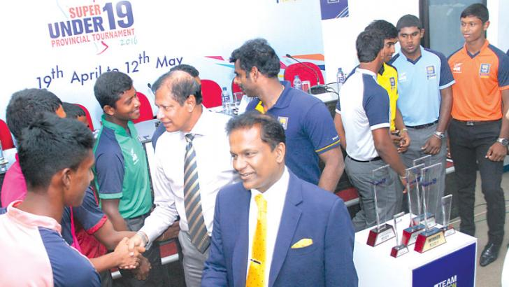 Sri Lanka Cricket president Thilanga Sumathipala, secretary Mohan de Silva and Sri Lanka captain Angelo Mathews chatting to the captains of the respective provincial under 19 teams at SLC headquarters yesterday. Picture by Ruwan de Silva