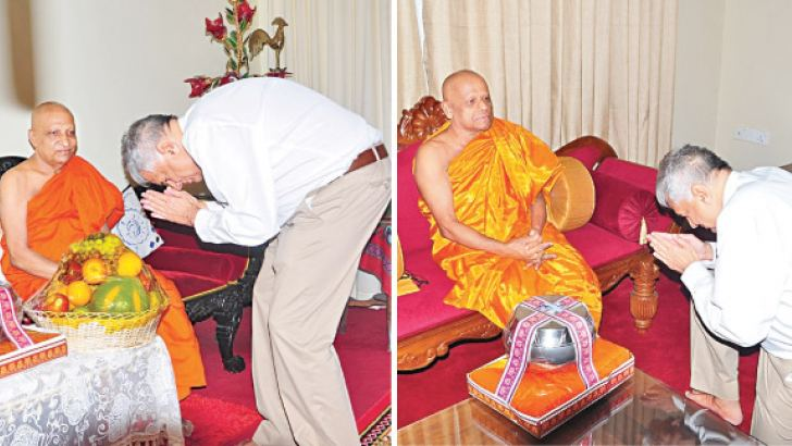 Prime Minister Ranil Wickremesinghe pays courtesy call on Asgiriya and Malwatte Mahanayake Theros. Picture by Gamini Ranasinghe