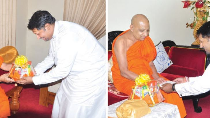 Defence State Minister Ruwan Wijewardene offers 'atapirikara' to the Ven. Thibbotuwawe Sri Siddhartha Sumangala Thero and Ven. Dr. Warakagoda Sri Gnanarathana Thero. Pictures by Asela Kuruluwansha