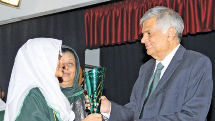 Prime Minister Ranil Wickremesinghe presenting a prize to a student at the annual prize giving of Muslim Ladies College