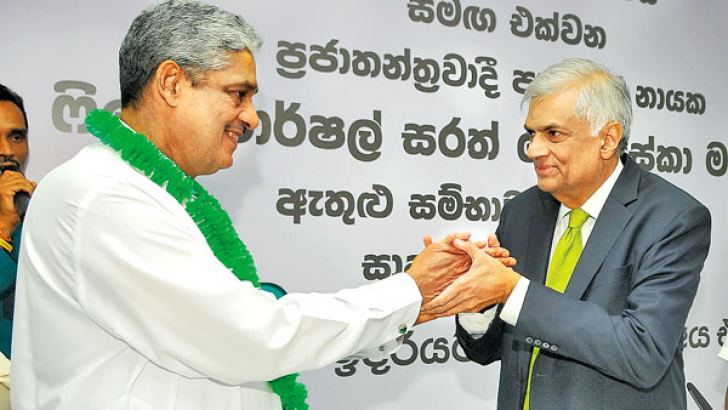 Democratic Party Leader Field Marshal Sarath Fonseka obtained United National Party membership from UNP leader and Prime Minister Ranil Wickremesinghe yesterday. Picture by Rukmal Gamage