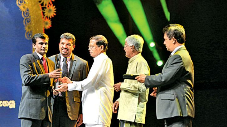 Swarnavahini receiving the award for the most prestigious Tele drama channel of the year