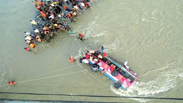 People trying to rescue any survivors from the river.