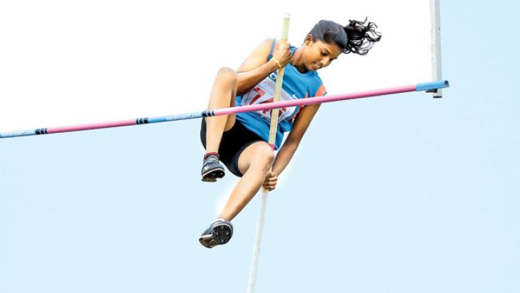 Northern Province's Jegadeeshwaran Anita on her way to setting up a new Sri Lanka record in the women's Pole Vault event with 3.41 metres.