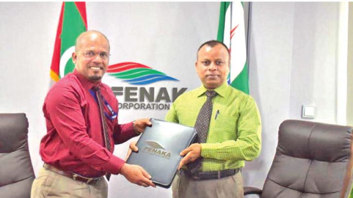 Chairman Chandranandana Diyunuge exchanging the agreement with Ahmed Shareef