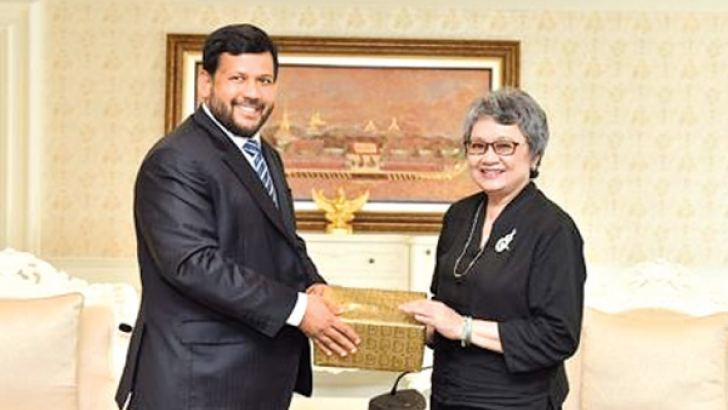 Minister Rishad Bathiudeen with Thai Commerce Minister Apiradi Tantraporn.