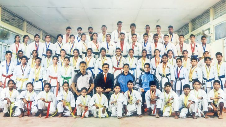 Here the Karatekas who won medals at the National Karate Tournament. (Picture by Malwana Group Correspondent – Mahanama Vithanage)