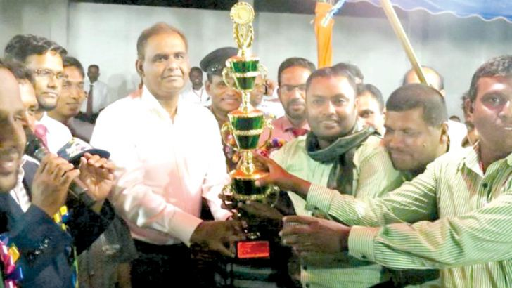 The Sports Acting Minister and SLMC Deputy Leader H.M.M.Harees was the chief guest at the sports meet giving away the trophy to the skipper of Marwa House. Picture by I. L. M. RIZAN
