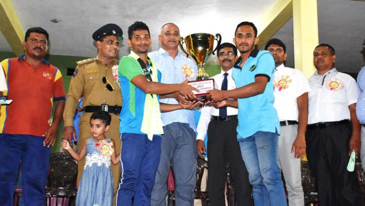 The Shipper of the Sober sc team receiving the trophy