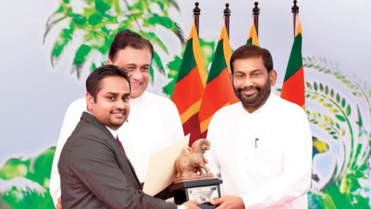 Managing Director of Island Dairies Sampath Liyanage, receiving the award.