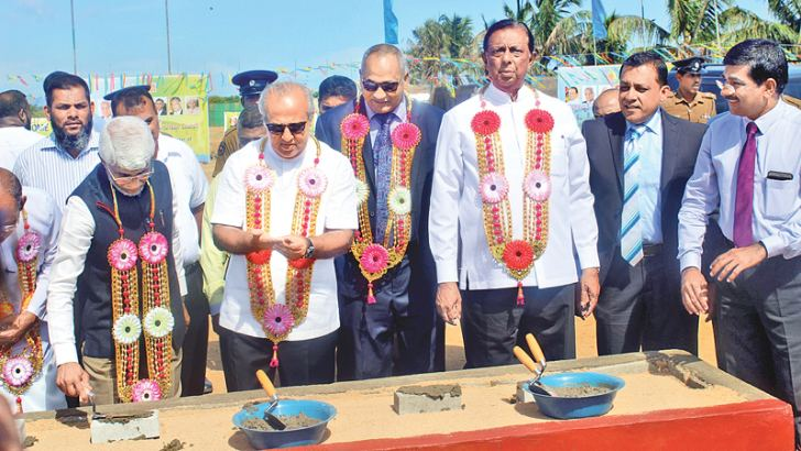 Minister John Amaratunga, Eastern Province Chief Minister Nazeer Ahamed and other VIPs at the project inauguration