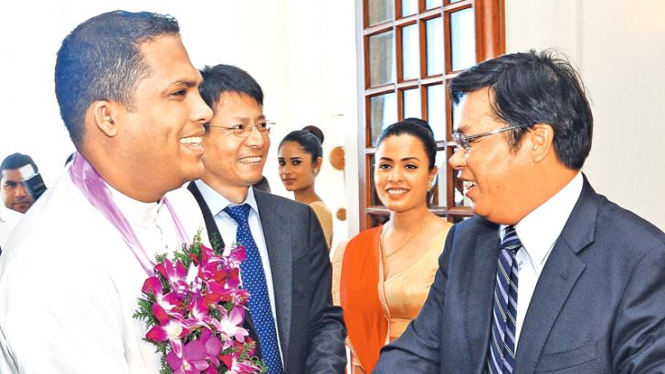 Telecommunication and Digital Infrastructure Minister Harin Fernando with Chinese Ambassador to Sri Lanka Yi Xianliang at the Broadband Forum. Picture by Thushara Fernando