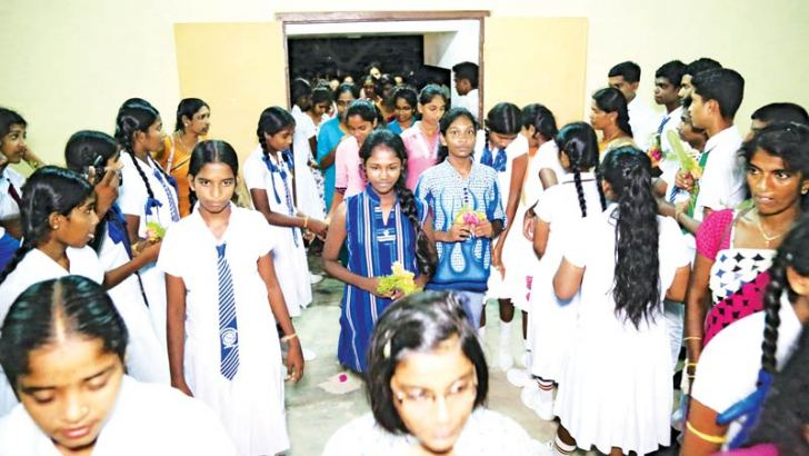 Southern students were warmly welcomed on their arrival by Northern students.  Picture by Mahinda P.Liyanage