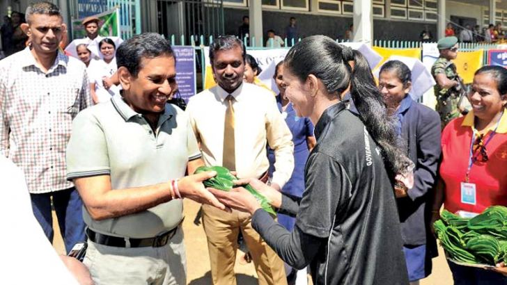 Health Minister Dr. Rajitha Senaratne is being welcomed by a nurse at the sports meet.