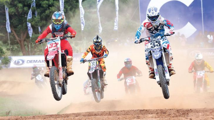 Evon Biyagee (33) in a close battle for lead with Gayan Sandaruwan at the top bike event.