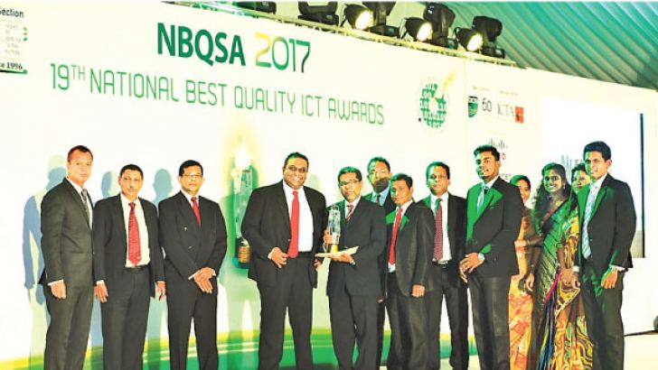 The Foreign Affairs Ministry's Consular Affairs Division accepting the awards.