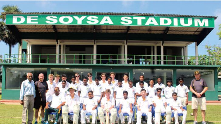 Both teams posed for a photograph prior to commence the match. Dilwin Mendis Moratuwa Special Sports Corr.