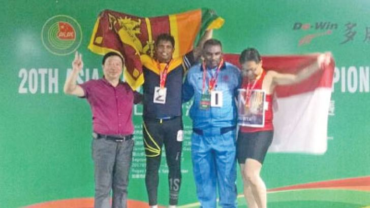 Silver medalist Colonel Mahesh Abeyratne (2nd from left) on podium with other winners of under-50 men's hammer throw event