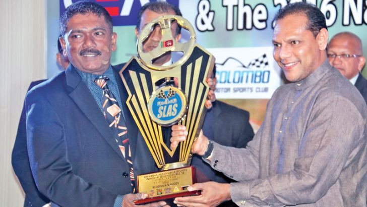 Missaka Naveen receiving the joint champion award in SL S up to 1500cc gravel category from the chief guest
