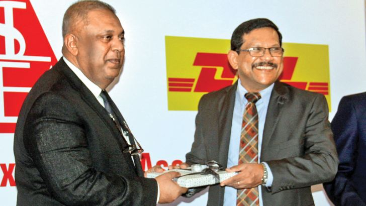 Minister Mangala Samaraweera receiving a token of appreciation from Chairman of Apparel Exporters of Sri Lanka, Felix Fernando, at the event. Picture by Chaminda Niroshana
