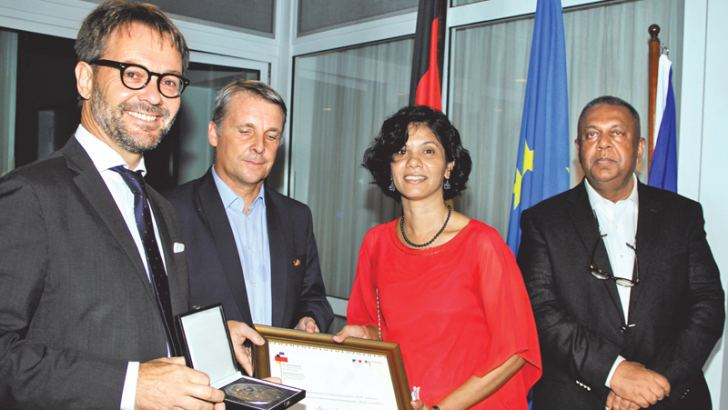 Shreen Abdul Saroor receiving her prize from French Ambassador Jean-Marin Schuh and German Ambassador Jorn Rohde. Finance and Mass Media Minister Mangala Samaraweera looks on