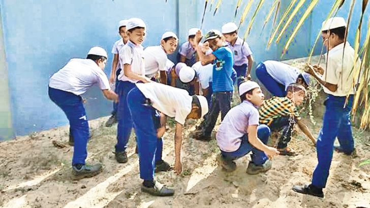 A group of schoolchildren participating in the dengue eradication campaign. Picture by A.B. Abdul Gafoor