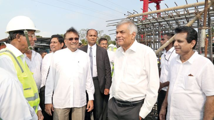 Prime Minister Ranil Wickremesinghe yesterday inspected the construction work of the Central Expressway at Gettuwana in Kurunegala and Galdeniya in Meerigama. Higher Education and Highways Minister Lakshman Kiriella, Transport and Civil Aviation Deputy Minister Ashoka Abeysinghe and Kurunegala District Parliamentarian J.C.Alawathuwala were present. Picture by Hirantha Gunathilake