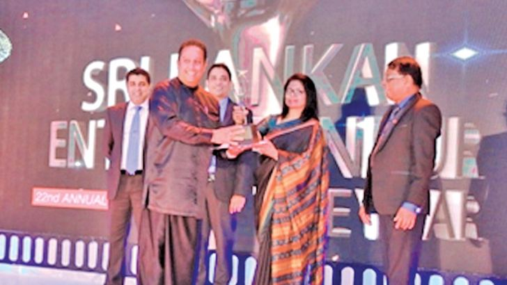 Ayu. Dr.Buddhika Raddalgoda, Managing Director, Pasyale Ayurveda Osu Ltd, Kadawatha  receiving the Gold –National Large category and Gold-Provincial Large category at the 22nd Sri Lankan Entrepreneur 2017 Award Ceremony conducted by the Federation of Chambers of Commerce and Industries of Sri Lanka  (F.C.C.S.L)