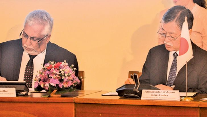 Japanese Ambassador Kenichi Suganuma and Senior Professor Lakshman Dissanayake signing the agreement.