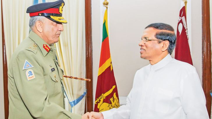 Chief of Pakistan Army Staff General Qamar Javed Bajwa called on President Maithripala Sirisena at the Presidential Secretariat on Wednesday. Picture by President's Media.