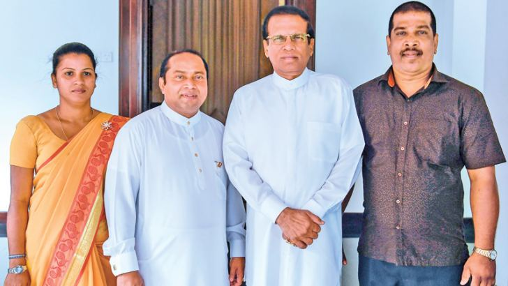 SLPP candidates Jayashantha Perera and Madinnage Rasika, who crossed over to the SLFP, and Western Province Chief Minister Isura Devapriya, with President Maithripala Sirisena. Picture by President's Media Unit