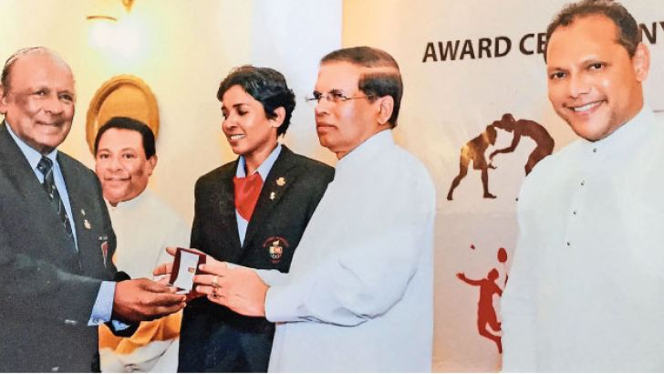 President Maiththripala Sirsena presenting a Golden Award to Boxer Sumith Liyanage for representing the country at the 1960 Olympic Games in Rome, Italy.