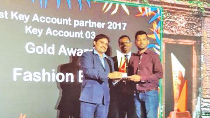 Fashion Bug Director Shabier Subian receiving the Gold award from Santhosh Sivaramakrishnan  Finance Director Triumph International India and Sri Lanka.