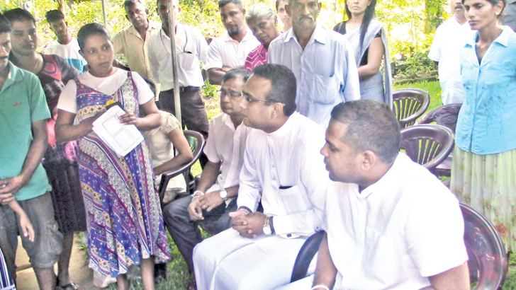 Minister Harin Fernando and Deputy Minister Manusha Nanayakkara in conversation with the family of the housemaid.