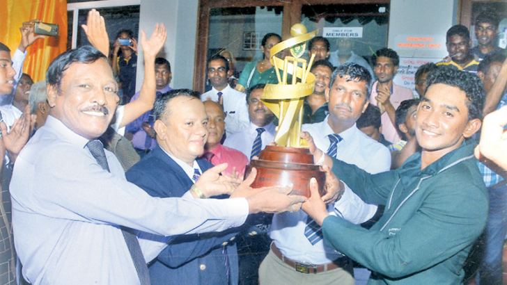 The First Eleven Cricket Captain of St. Johns College Panadura Rukshan Dissanayake receiving the Big Match Trophy from a distinguished old Johnian and a former cricketer of the college colonel Saman Liyanage at the awards ceremony just after their encounter with Royal College Panadura. Also in the picture are the Principal of St. Johns College Panadura Harshana Peiris and Deputy Principal of Royal College Panadura Mr. Soysa. Picture by Dilwin Mendis Moratuwa Sports Special Correspondent