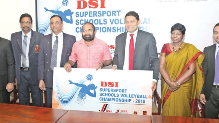 Managing Director of D. Samson and Sons (Pvt) Ltd Thusitha Rajapaksa (third from right) officially handing over the sponsorship cheque to President of Sri Lanka Volleyball Federation and Minister of Power and Renewable Energy Ranjith Siyambalapitiya. From left Tournament Committee Chairman – Sri Lanka Volleyball Federation Kanchana Jayaratne, General Secretary – Sri Lanka Volleyball Federation A.S. Nalaka, Director Sports – Ministry of Education Manjula Kariyawasam, Director of D. Samson and Sons (Pvt) Ltd