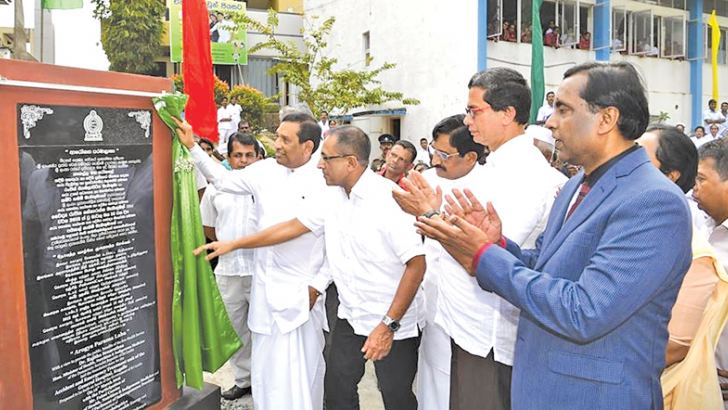 Health Minister Dr. Rajitha Senaratne and Higher Education and Highways Minister Kabir Hashim unveil the plaque during the launch of the construction work of the hospital while others look on.