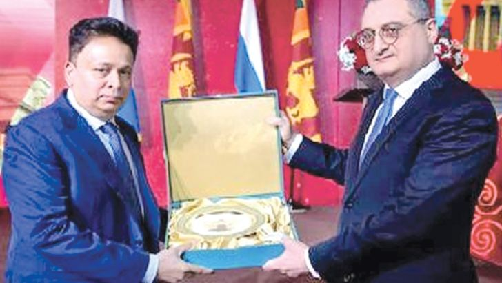 Russian Deputy Minister of Foreign Affairs Igor Morgulov presents a memento to Sri Lankan Ambassador to Russia Dr. Saman Weerasinghe.