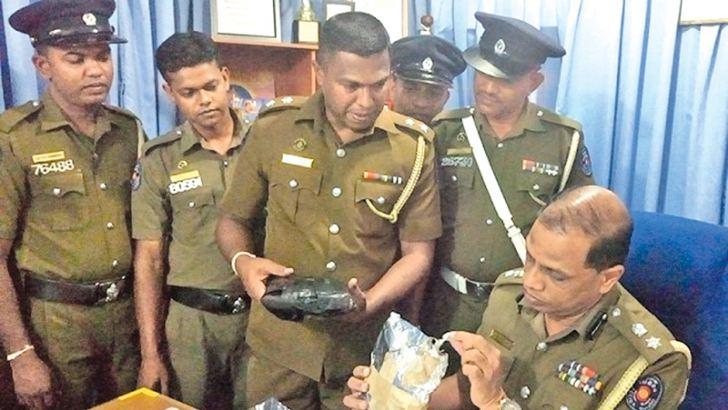 Mundalama Police OIC IP Saman Ekanayake and Puttalam SP J. A. Chandrasena with the drug. Picture by Prasad Poornamal.